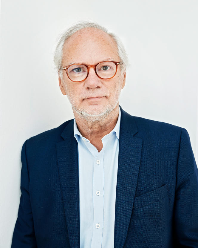 Le journaliste et ancien directeur de la rédaction à «Libération», Laurent Joffrin, chez lui, à Paris, le 10 septembre.