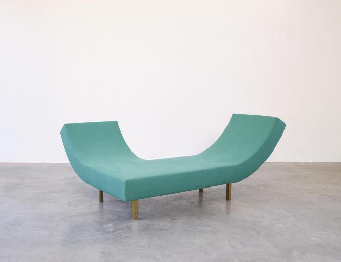 Le sofa « Cavrois» est la seule pièce créée tout exprès par Muller Van Severen, pour la Villa Cavrois où il est exposé.