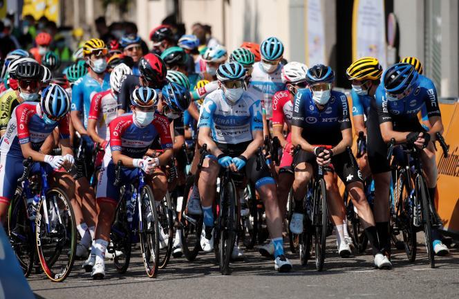 Le départ de la 17e étape du Tour de France, le15 septembre.