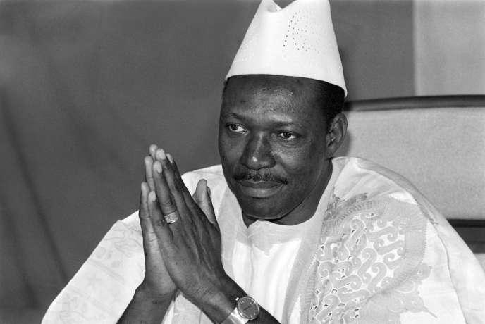 L'ancien président malien Moussa Traoré le 31 décembre 1985 à Bamako. Décédé mardi 15 septembre, il avait exercé un pouvoir sans partage pendant presque 22 ans.