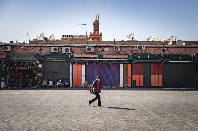 La place Jeema-El-Fna, à Marrakech (Maroc), le 8septembre. D'habitude saturée de touristes, elle est aujourd'hui déserte.