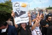 Des manifestants brandissent un portrait du journaliste algérien Khaled Drareni , à Alger, le jour de son procès en appel, le 15 septembre 2020.