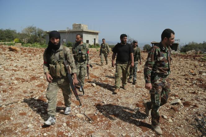 Des soldats turcs avec des membres de l'Armée syrienne libre, à Afrin, le 2 avril 2018. Photo agence Anadolu, organe officiel du gouvernement turc.