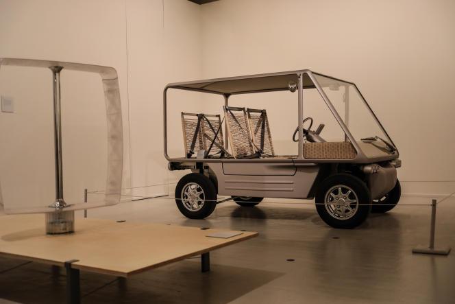 La V+ by Starck, voiture électrique de 2012, exposée dans le cadre de « Designer(s) du Design» au Tripostal.