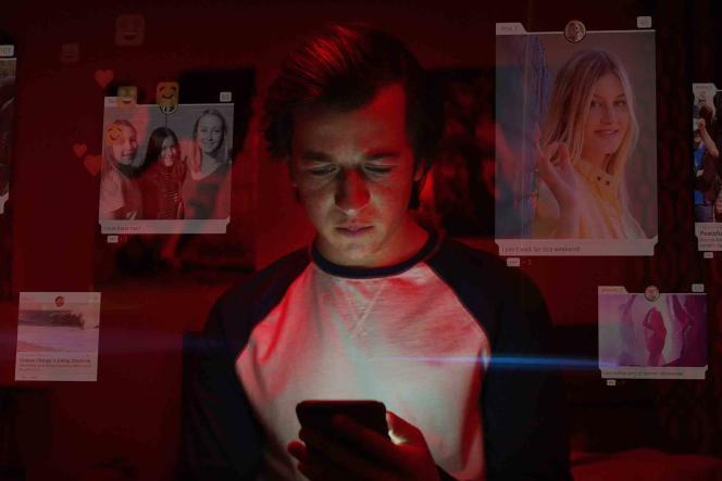A plusieurs reprises, le documentaire illustre le fonctionnement des algorithmes par le biais d'une famille fictive, dont le fils se radicalise pour un parti fictif via les réseaux sociaux.