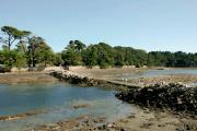 L'île Berder, avec sa chaussée submersible à marée haute, seul accès pour les piétons et les véhicules.