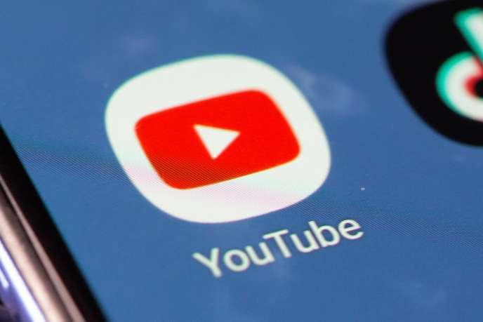 Après avoir favorisé les algorithmes pour modérer les contenus, YouTube fait marche arrière