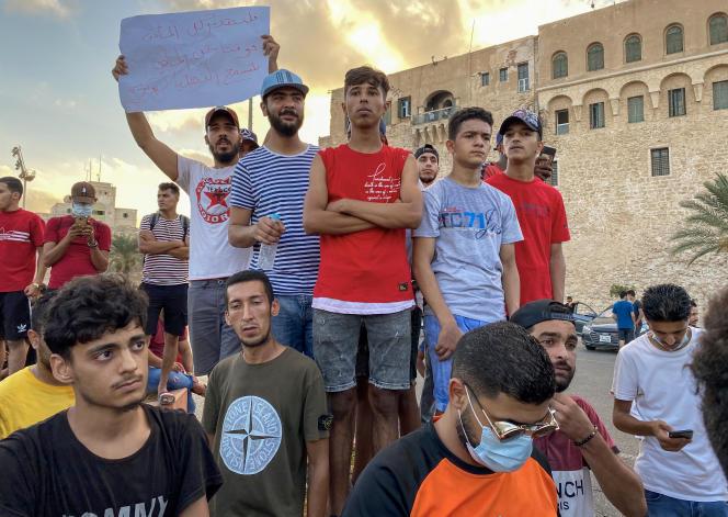 Lors d'une manifestation contre la dégradation des services publics, à Tripoli, le 24août 2020.