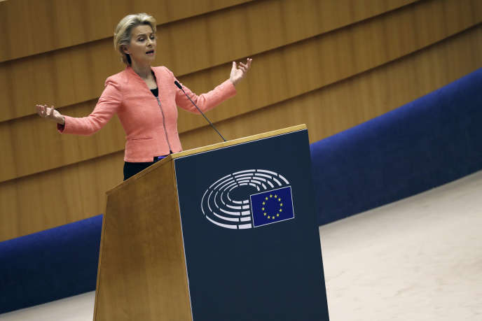 Ursula von der Leyen, lors de son premier discours sur l'état de l'Union devant le Parlement européen, à Bruxelles, le 16 septembre.