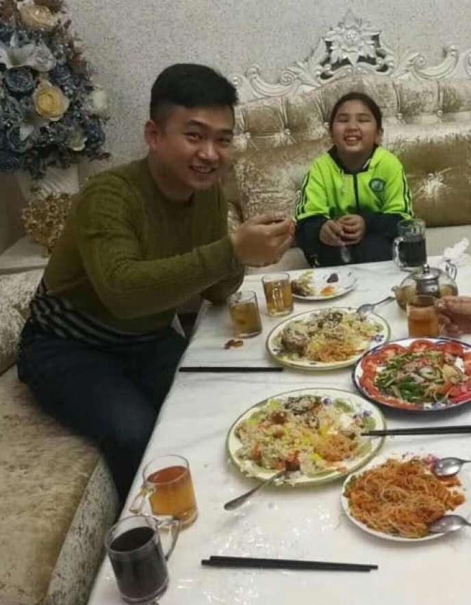 La fille de 11 ans deZumret Dawut, et son« cousin»
