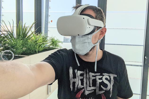 En 2020, faire un selfie avec un casque de VR est encore plus difficile, fût-il l'Oculus Quest 2.