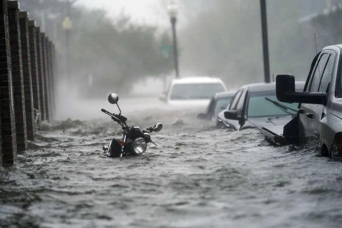 Une rue de Pensacola, en Floride, inondée, mercredi 16 septembre.