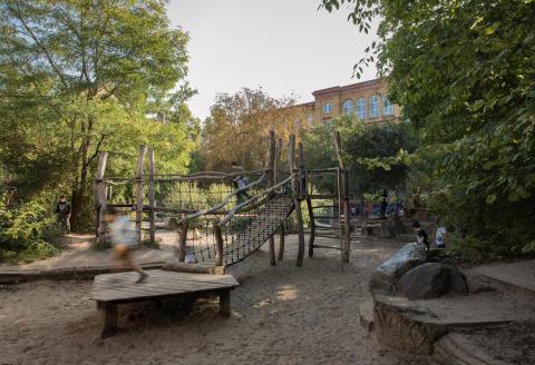 École Neumark, Reportage sur les cours d'écoles berlinoises vertes, créées par les élèves avec un paysagiste de la ville (du centre Gruen Macht Hof), à Berlin © Amélie Losier