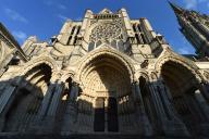 Reconstruite après un incendie en 1836, la façade nord de la cathédrale Notre-Dame de Chartres (Eure-et-Loir), ici en mai.