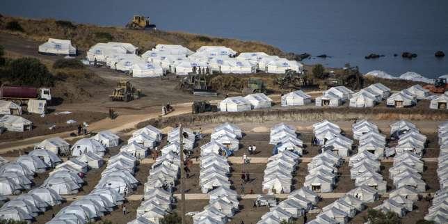 Sur l'île grecque de Lesbos, la majorité des migrants installés dans un nouveau camp