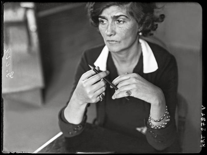 Portrait de Coco Chanel réalisé dans les années 1930 par le photographe hongrois André Kertész.
