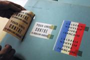 Au Service historique de l'armée de terre du Fort de Vincennes, des tracts distribués par l'armée française pendant la guerre d'Algérie, en 2001.
