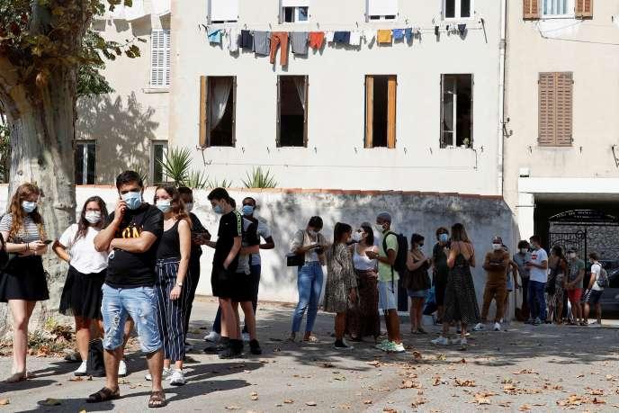 File d'attente devant un centre de dépistage du Covid-19, à Marseille, le 17 septembre.