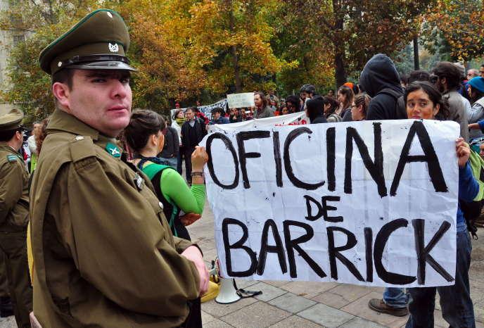 Manifestation contre le projet minier Pascua Lama, à Santiago le 14 mai 2009.