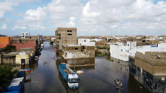 La ville de Keur Massar est encore sous les eaux, trois jours après les pluies diluviennes qui se sont déversées sur Dakar, le 8 septembre.