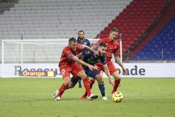 Lors du match de football de la Ligue 1 entre Lyon et Nîmes, à Decines, le18septembre.