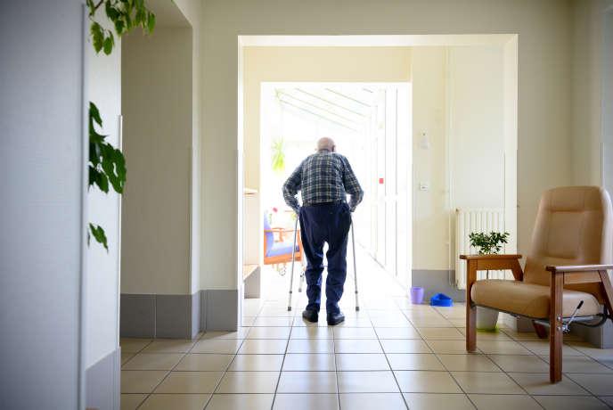 Si vous prenez un congé pour vous occuper d'un proche, qu'il soit chez vous ou dans un établissement (ici Ehpad Le Montel,à Saint-Amant-Tallende, Puy-de-Dôme), vous pourrez désormais prétendre à une allocation.