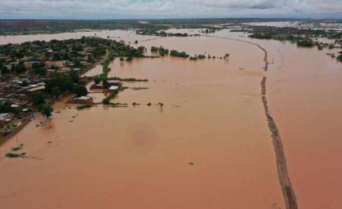 La digue qui protège Niamey des crues du fleuve Niger a rompu, le 6 septembre.