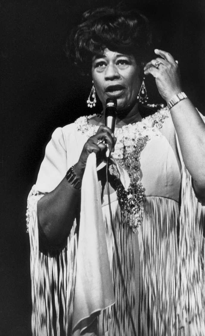 La chanteuse américaine Ella Fitzgerald lors d'un concert salle Pleyelle 21 juillet 1971.
