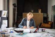 Michel Vivien, dans son atelier parisien, en 2019.