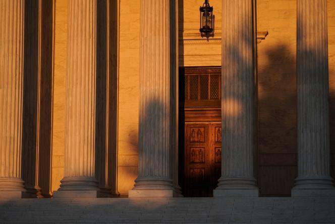 La porte de la Cour suprême américaine, le 20 septembre à Washington.