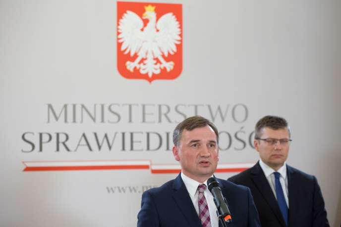 Le ministre de la justice polonais, Zbigniew Ziobro, lors d'une conférence de presse, le 21 septembre à Varsovie.
