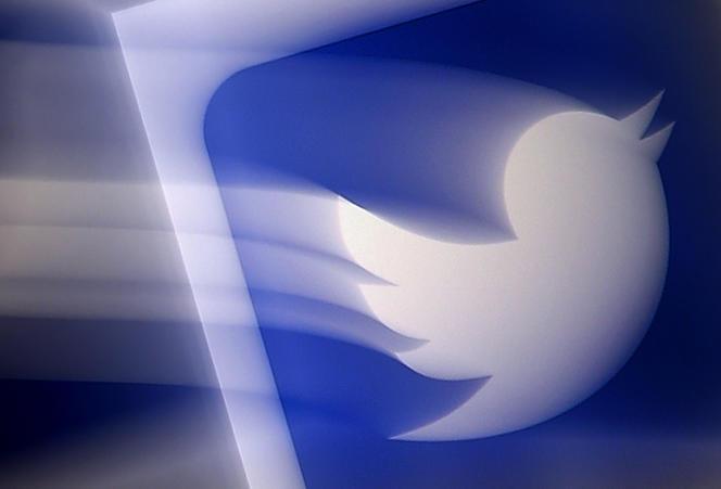 Le logo de Twitter, sur un smartphone, le 10 août à Arlington (Virginie).