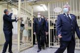 Le ministre français de la Justice Eric Dupond-Moretti visite la prison de Fresnes, au sud de Paris, le 7 juillet.