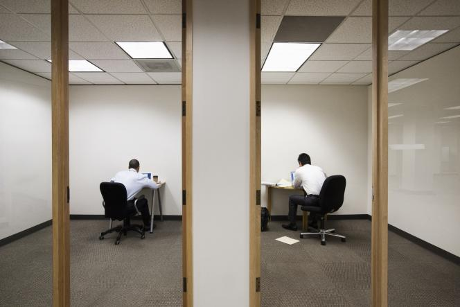 «Tout en appelant à télétravailler le plus possible, le ministère du travail a publié le 31 août des règles à respecter pour aménager les espaces de travail.»