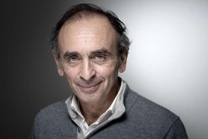 Eric Zemmour lors d'une séance photo pour le Salon du livre, à Paris en mars2019.