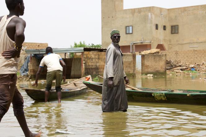 Le chef des piroguiers du quartier de Kirkissoye, à Niamey, le 16septembre 2020.