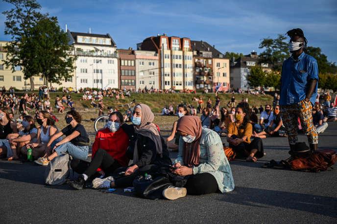Des manifestants réclament l'accueil des réfugiésdu camp grec de Moria, à Cologne, le 20 septembre.