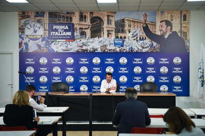 Matteo Salvini donne une conférence de presse le 21 septembre à Milan.