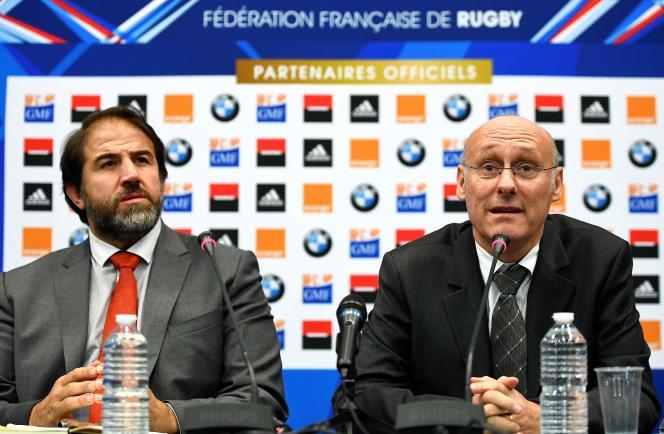 Serge Simon et Bernard Laporte, en décembre 2016, à Marcoussis (Essonne), peu après leur arrivée en tant que vice-président et président de la Fédération française de rugby.