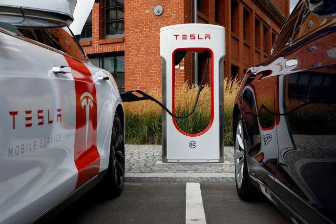Une voiture Tesla, lors de la présentation du nouveau système de recharge, le 10 septembre à Berlin.
