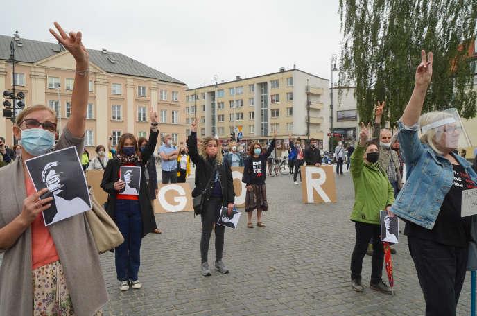 Manifestation devant la Cour suprême à Varsovie (Pologone), pour le juge Igor Tuleya, critique des réformes judiciaires du gouvernement, le 8 juin.