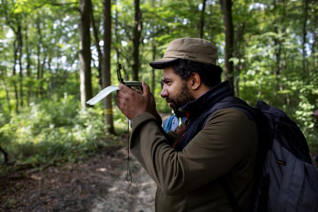 Les participants apprennent à utiliser la boussole afin d'obtenir des directions précises.