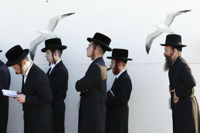 Des juifs ultra-orthodoxes près de Tel Aviv, le jour de Yom Kippour, en septembre 2018.
