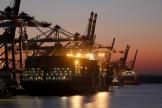 Unporte-conteneurs,dans le port de Hambourg, le 26 mars.