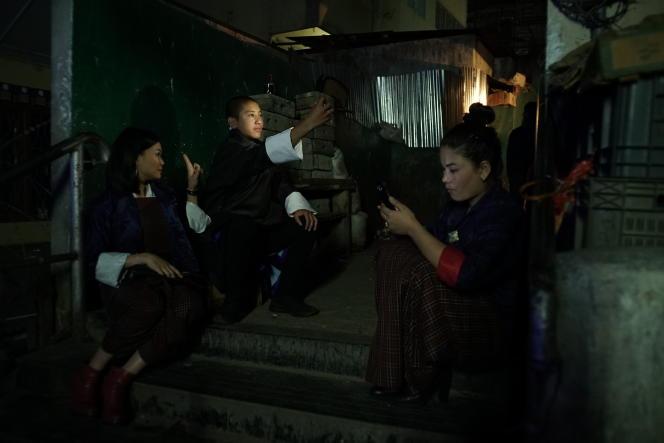 Peyangki (au centre) dans« Sing Me a Song», deThomas Balmès.
