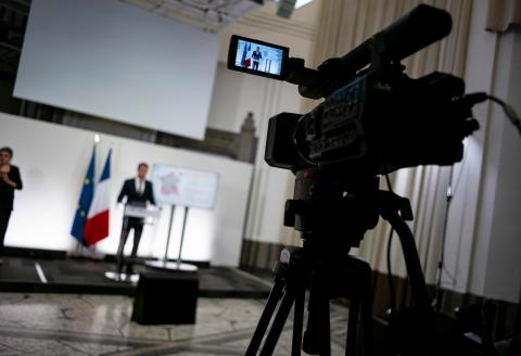 French Health Minister Olivier Veran addresses media representatives during a press conference about the situation of the novel coronavirus (Covid-19) pandemic in France, at the Health Ministry in Paris, on September 23, 2020. / AFP / POOL / Eliot BLONDET