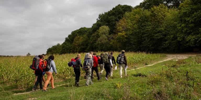 12 September, 2020- Stage de survie Denis Tribaudeau- Domaine de Forest Hill, 78440 Montalet le bois. --  Suite à la mort d'un jeune stagiaire en Bretagne dans un stage de survie, la validité des formateurs est remise en cause. Pendant une journée nous observons le déroulement d'un stage de survie et les précautions pour garder les participants en sécurité. --  PHOTO: Stage de survie encadré par David Limmois. --  Photographer: Julie Glassberg pour Le Monde.--