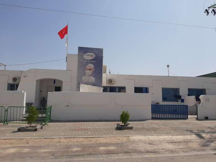 L'usine Consomed de Kairouan, en Tunisie, fabrique jusqu'à 100000masques par jour.