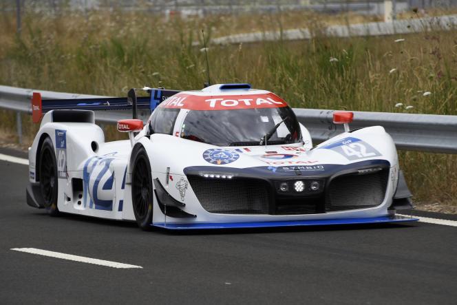 Le bolide Mission H24, le 24 juillet, sur le circuit de Montlhéry (Essonne).