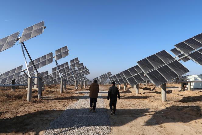 Une usine de génération d'énergie solaire à Tongchuan, dans la province de Shaanxi en Chine, en décembre 2019.